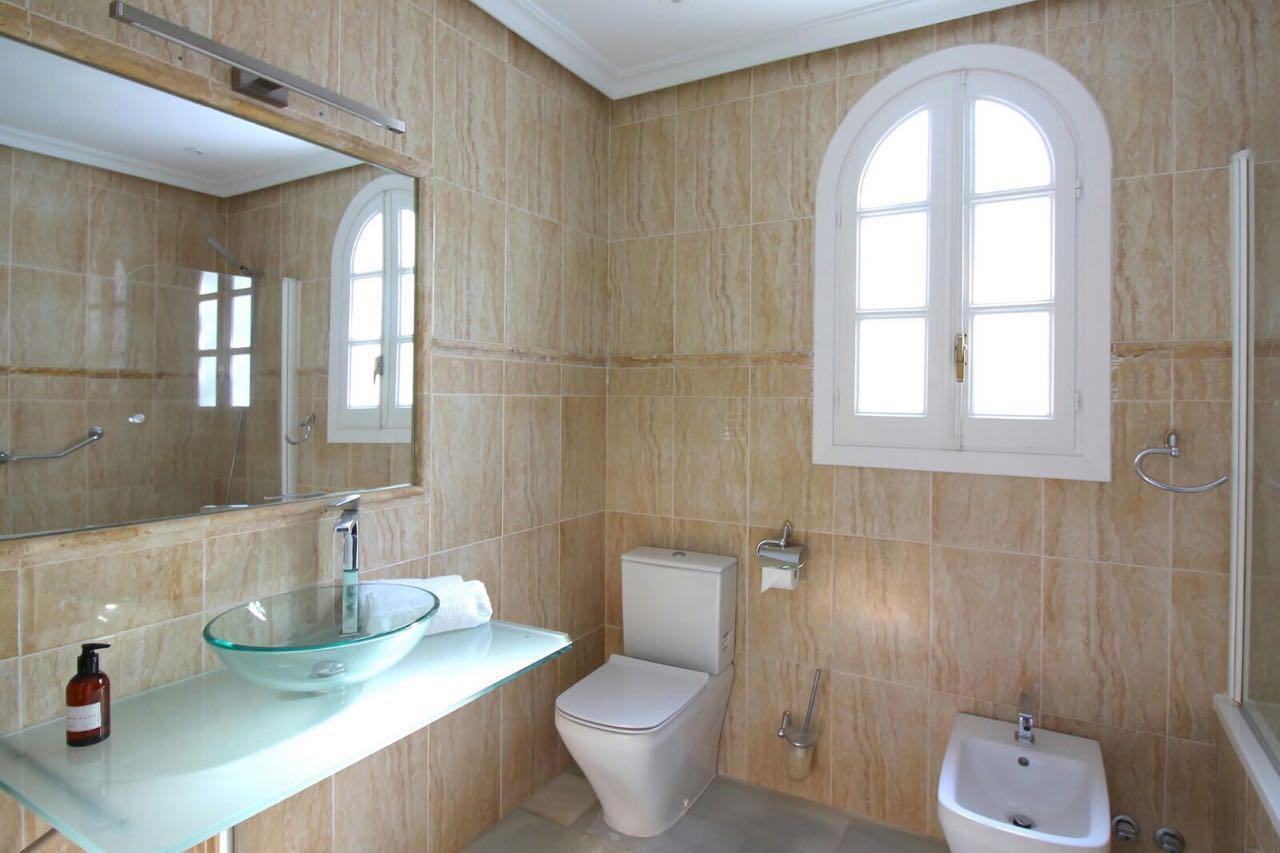 V5271 Villa For Sale Nueva Andalucia (8)