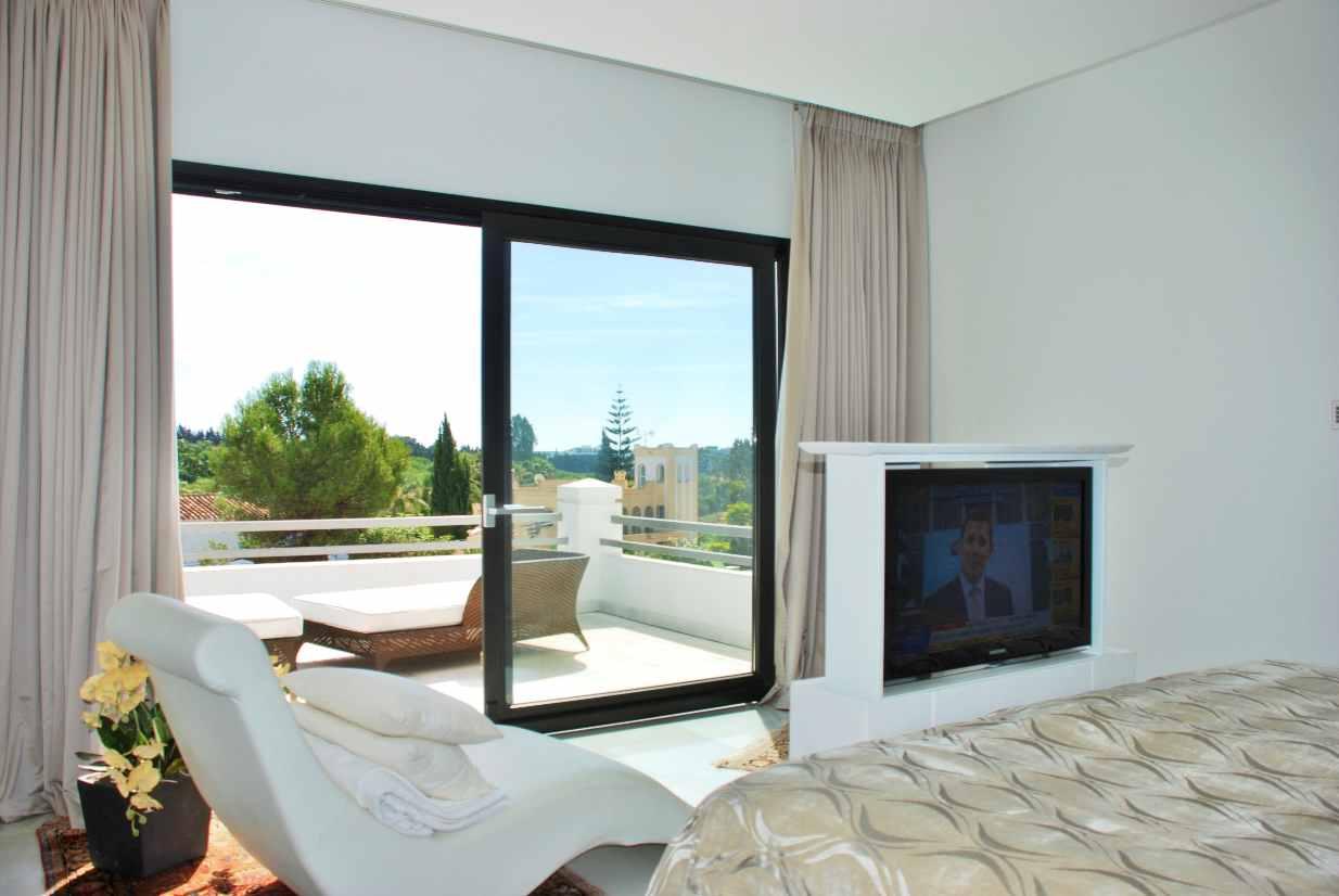 V5350 Modern Villa Nueva Andalucia 4