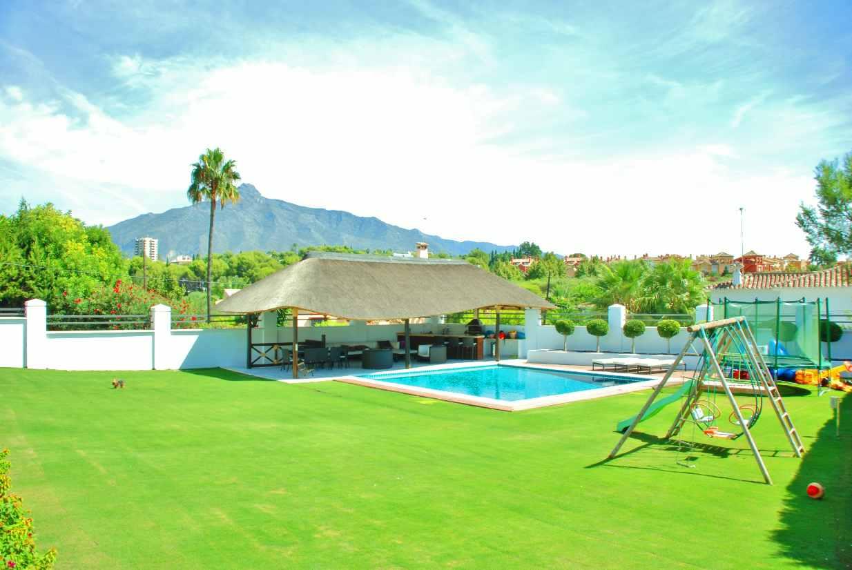 V5350 Modern Villa Nueva Andalucia 5
