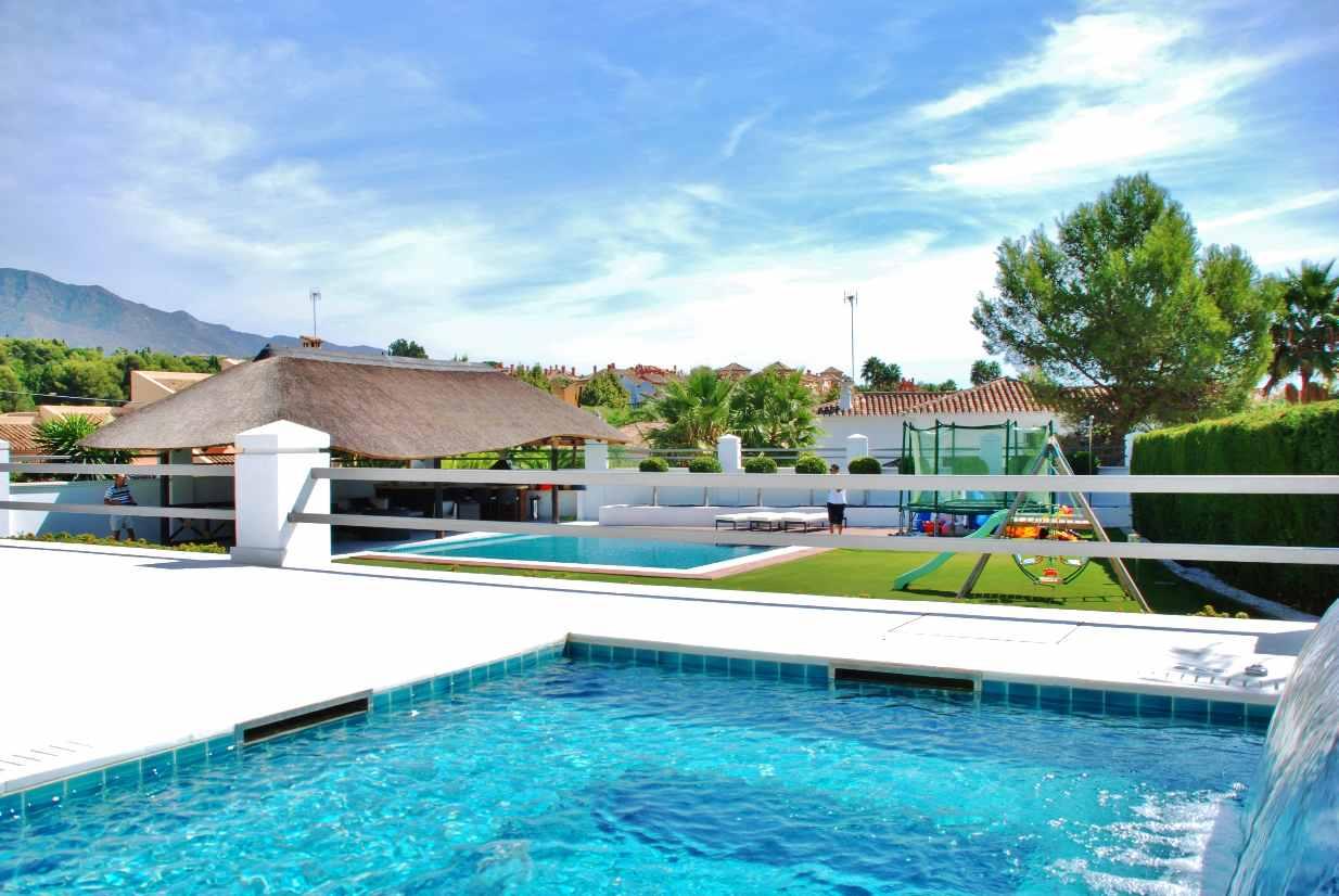 V5350 Modern Villa Nueva Andalucia 8