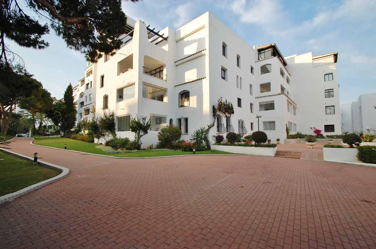 A5355 Southwest facing apartment Puerto Banus 13