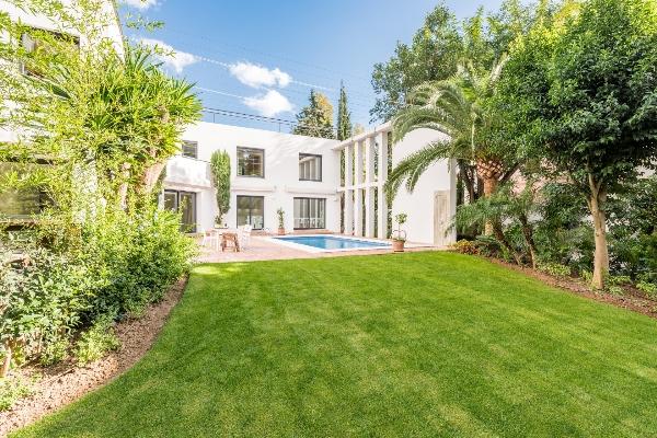 Contemporary villa with 4 bedrooms for sale in Nueva Andalucia, Marbella, Costa del Sol
