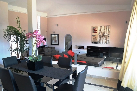 DSC_0549 lounge fav