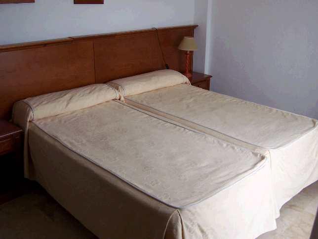 apt. bedroom