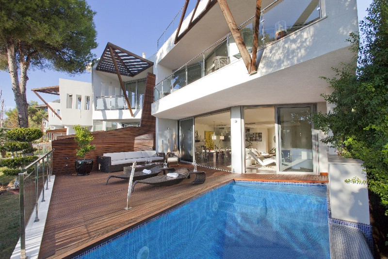 house and private pool