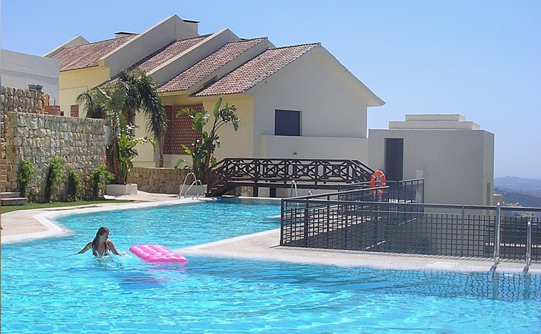 Stun ning swimming pool