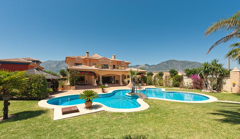 Villa Outlook