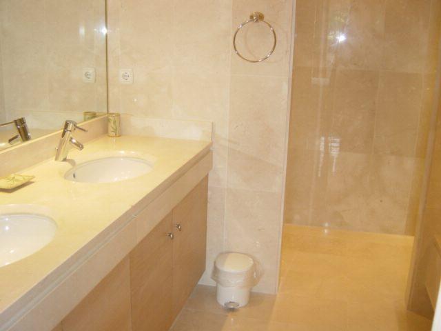 En-suite bathroom with master bedroom