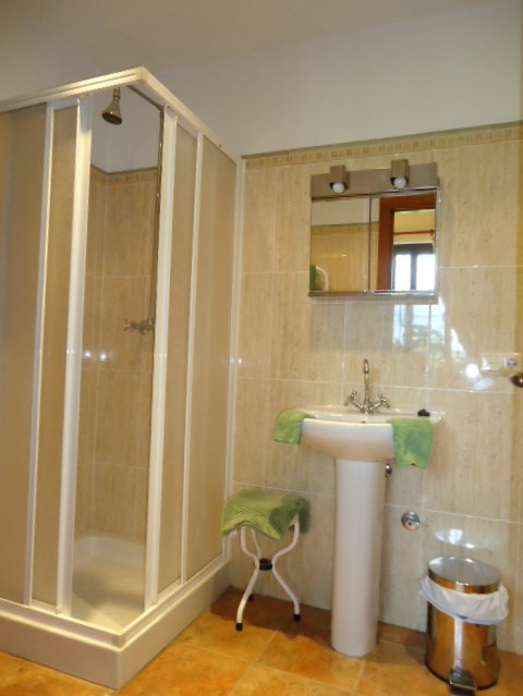 en-sutie bathroom with bedroom 3