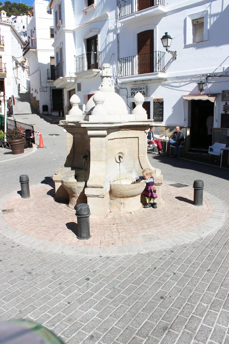 Pueblo-Fountain-Carlos-III