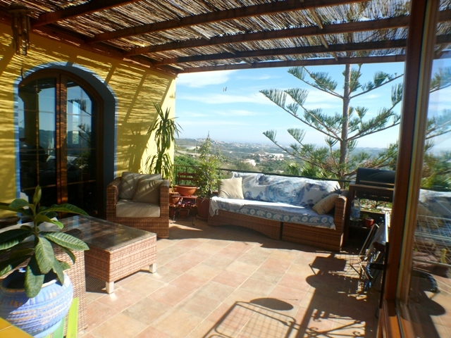 terrace South-West, with sea views to Fuengirola