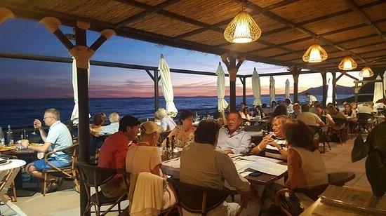restaurants 200 mtrs