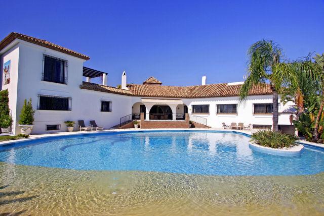 Immaculate cortijo style villa in El Paraiso Medio - 1,999,000€