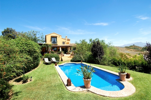 Rustic Villa for Sale in New Golden Mile, Estepona