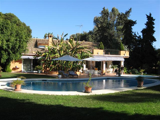 Andalucian Style Villa for Sale in Estepona, Costa del Sol