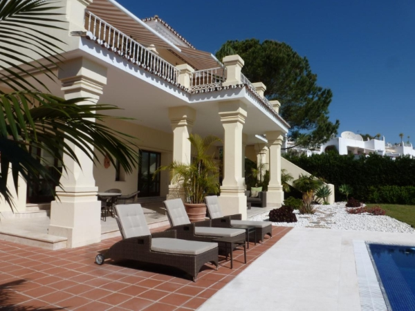 Superbly decorated  villa  frontline Aloha Golf 5 bedrooms, walking distance to amenities, Nueva Andalucia, Marbella