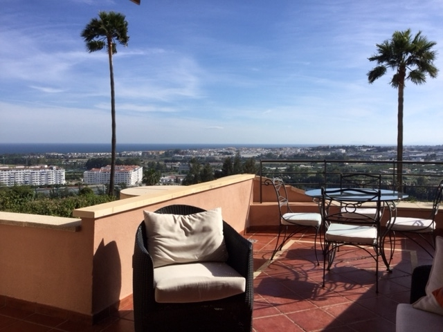 Apartment first line golf with sea views to Gibraltar in Magna Marbella near Puerto Banus