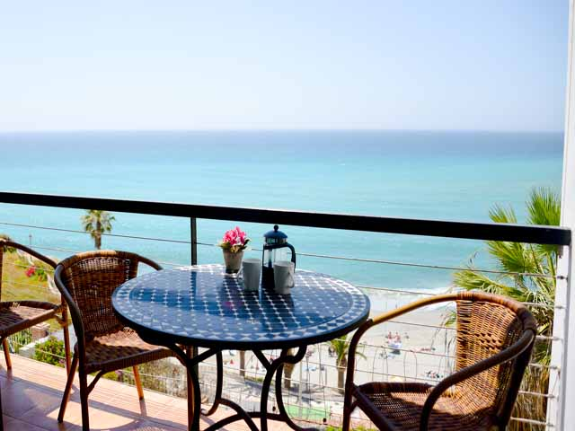 Fabulous front line 2 bedroom apartment in the centre of Nerja