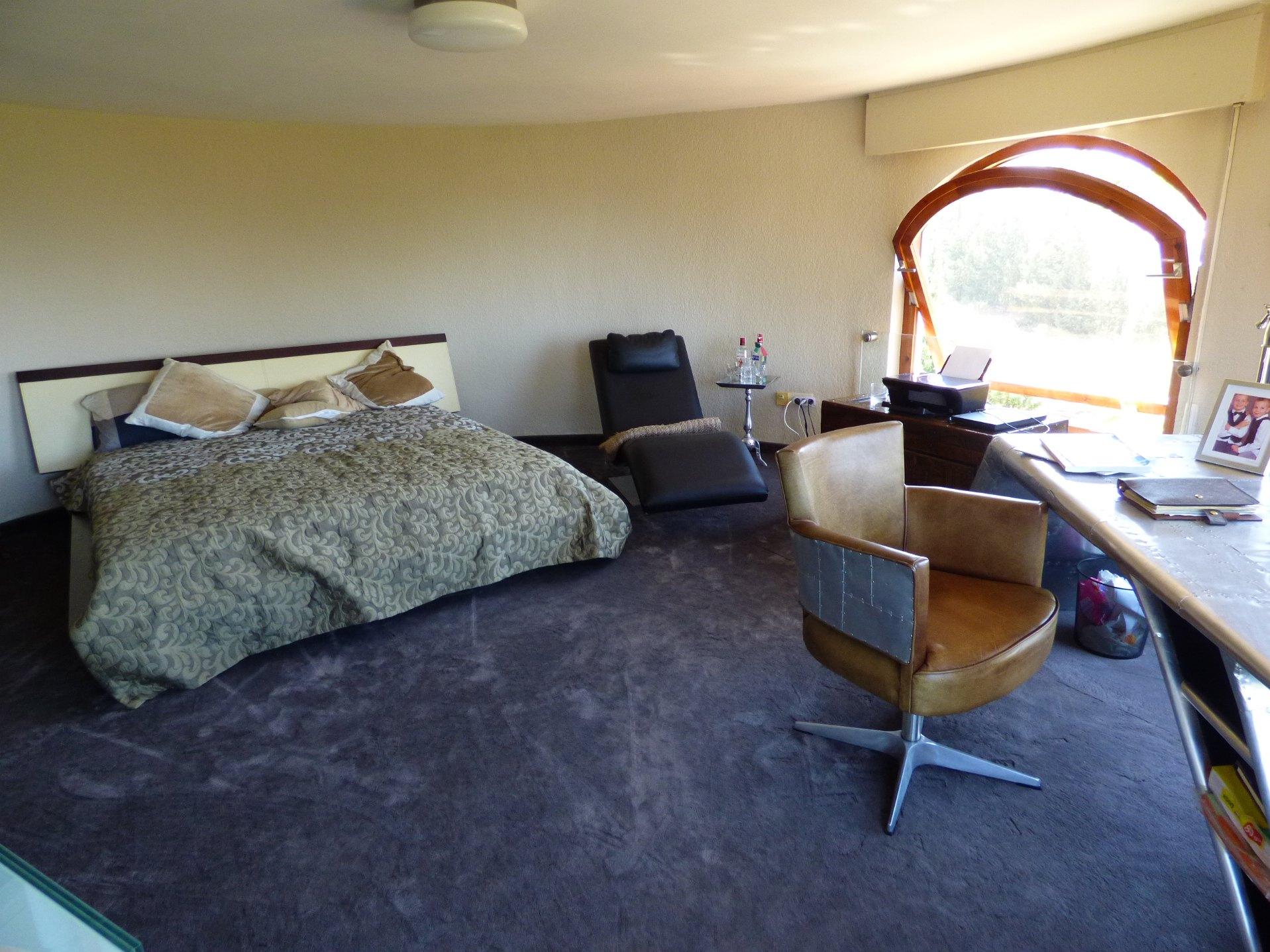 bedroom,study