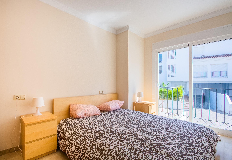 Guest bedroom  (2)