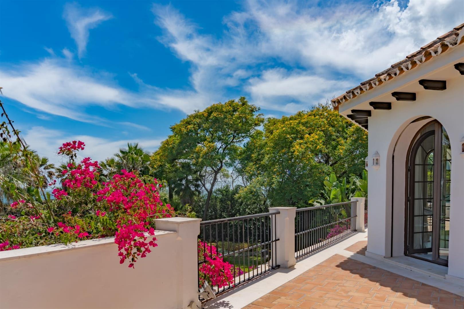Beachfront Villa for sale Marbella Spain (1) (Large)