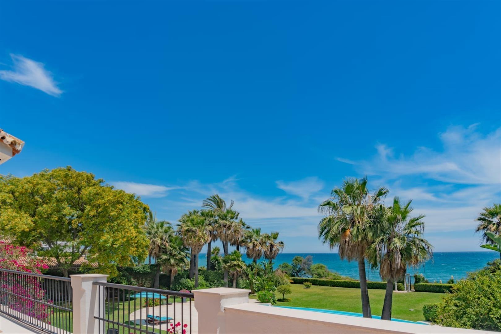Beachfront Villa for sale Marbella Spain (7) (Large)