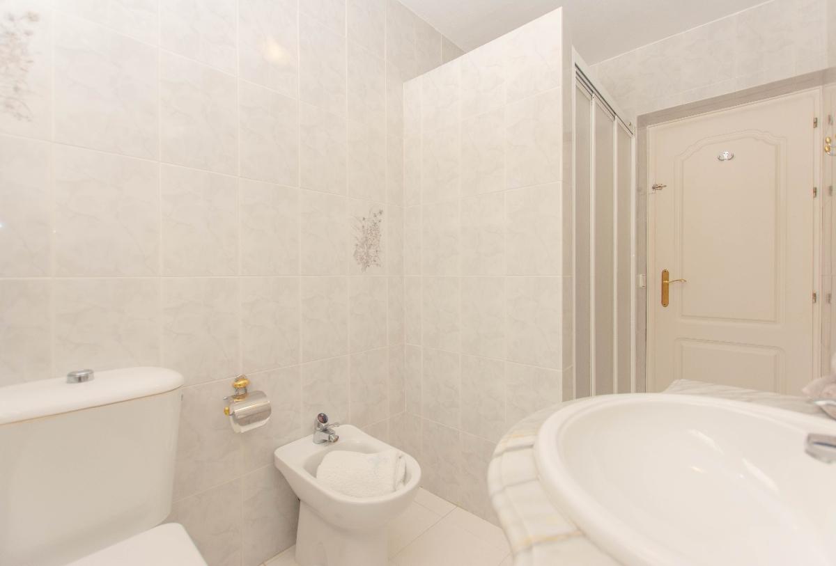 1st full bathroom1