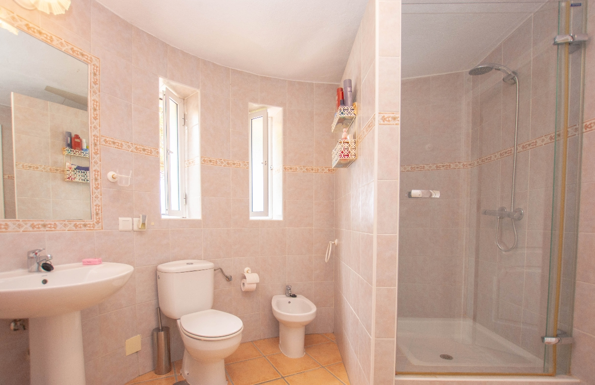 downstaire full bathroom