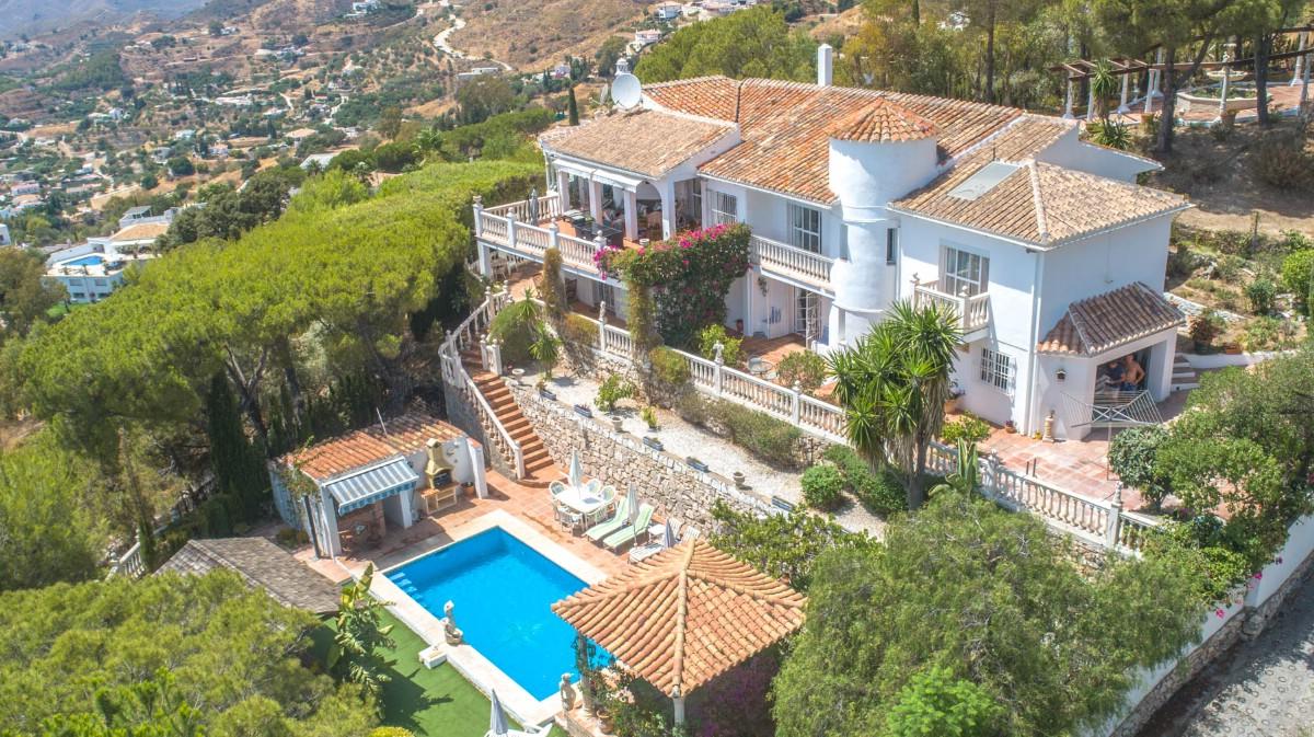 Villa. (2)