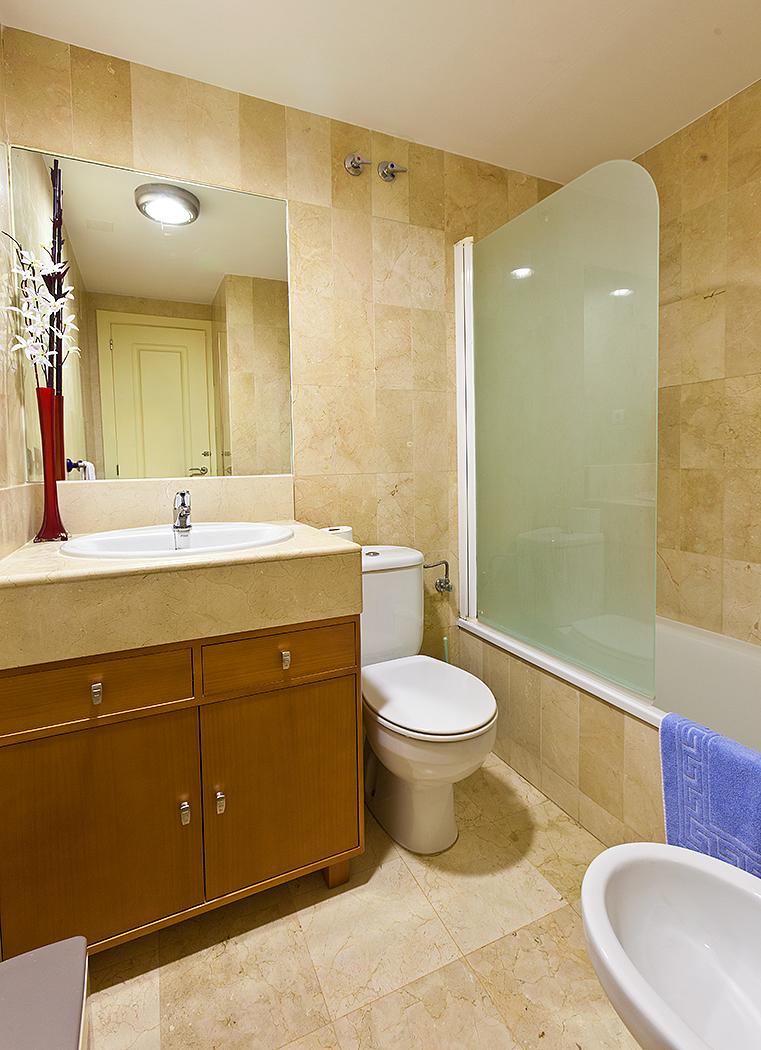 1710-bathroom2