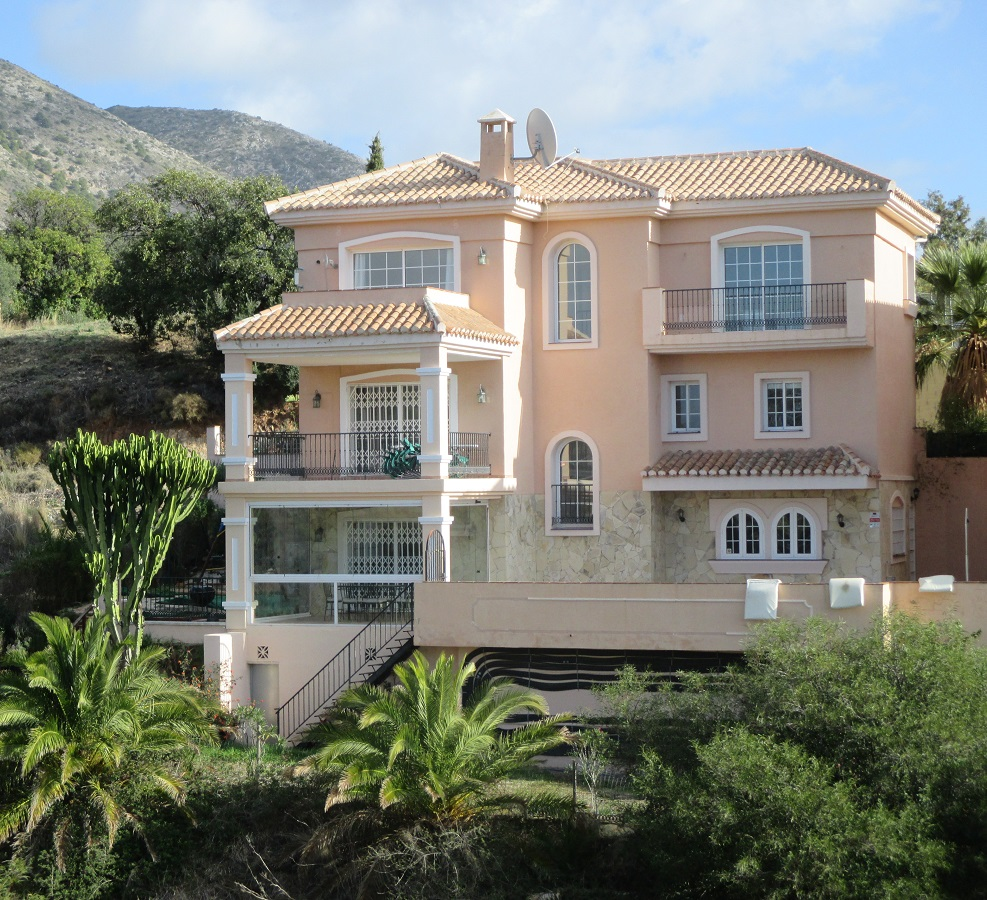 Ref:AM1111 Villa For Sale in Fuengirola