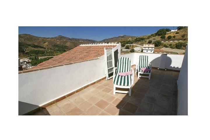 2. 18HC071 - Roof terrace