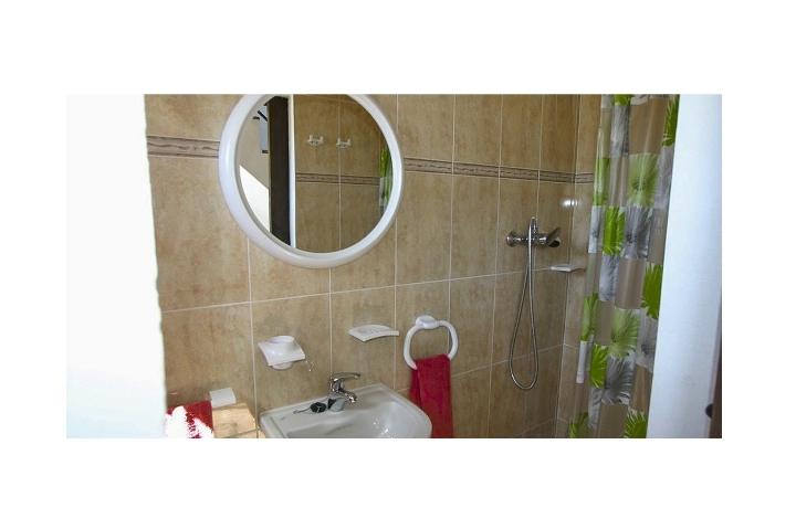 9. 18HC071 - Bathroom 2