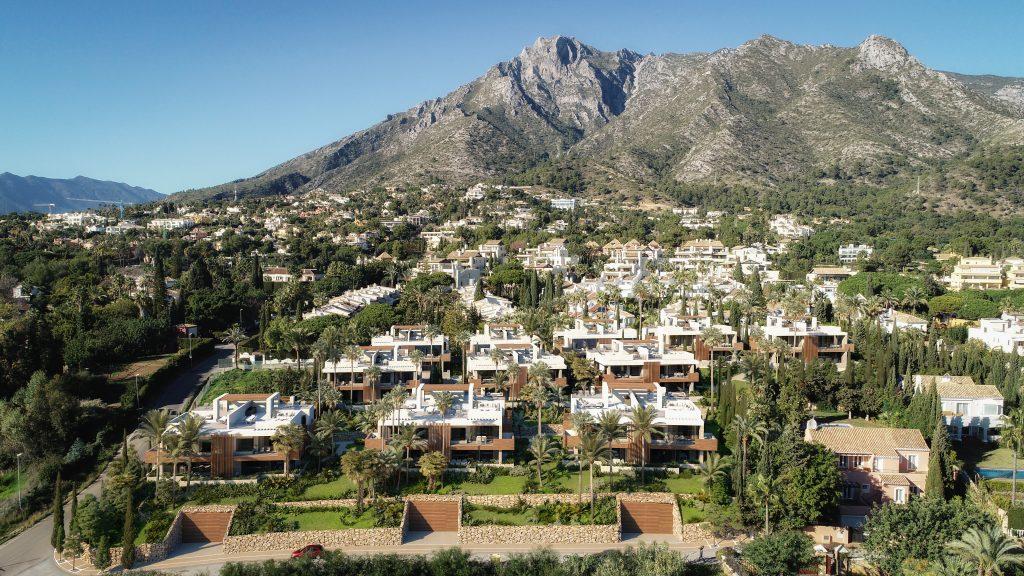 Luxusni moderni projekt Marbella Sierra Blanca celkovy pohled