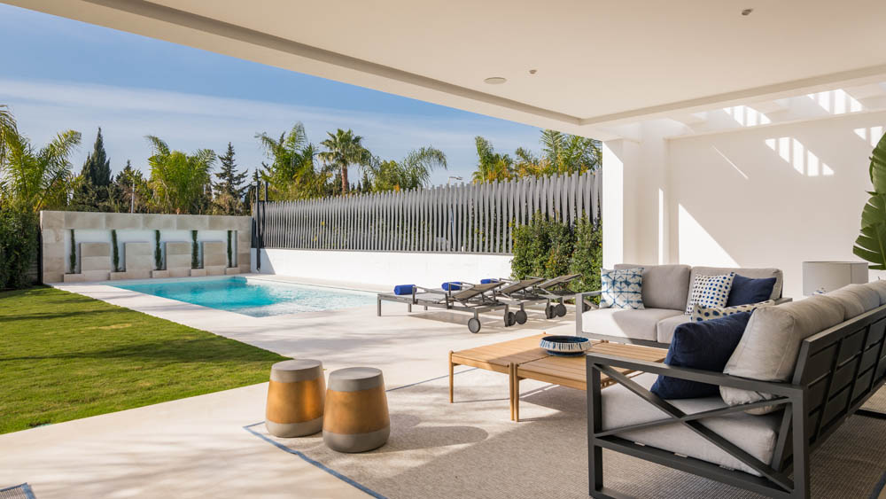 Marbella moderni vila terasa