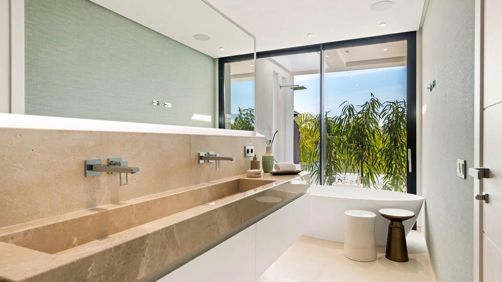 Marbella vila koupelna