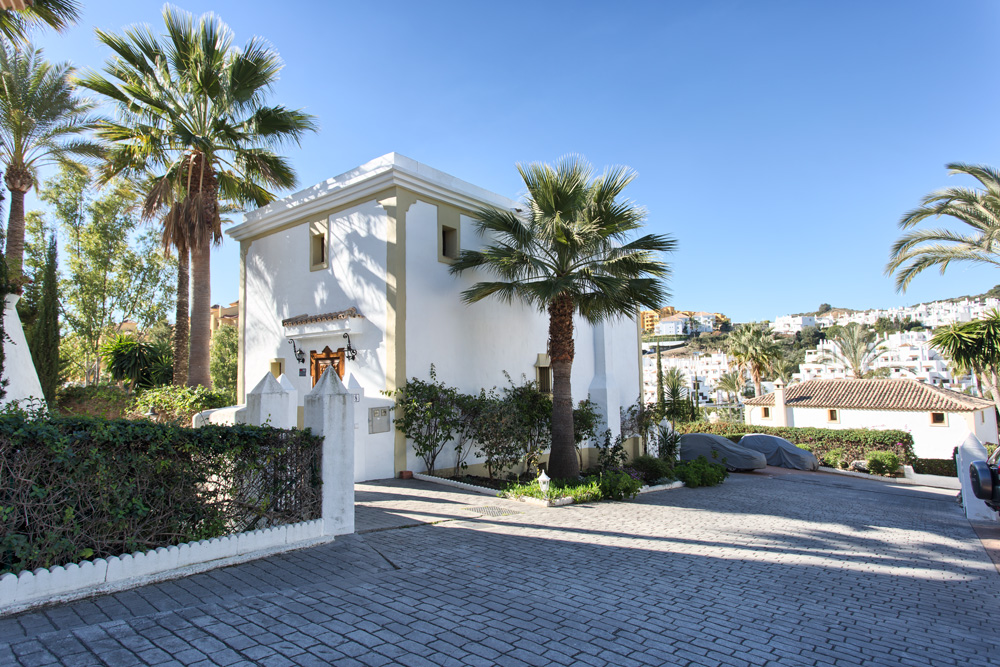 Estepona,Malaga,4 Bedrooms Bedrooms,3 BathroomsBathrooms,Semi-detached,BYZAAP1086