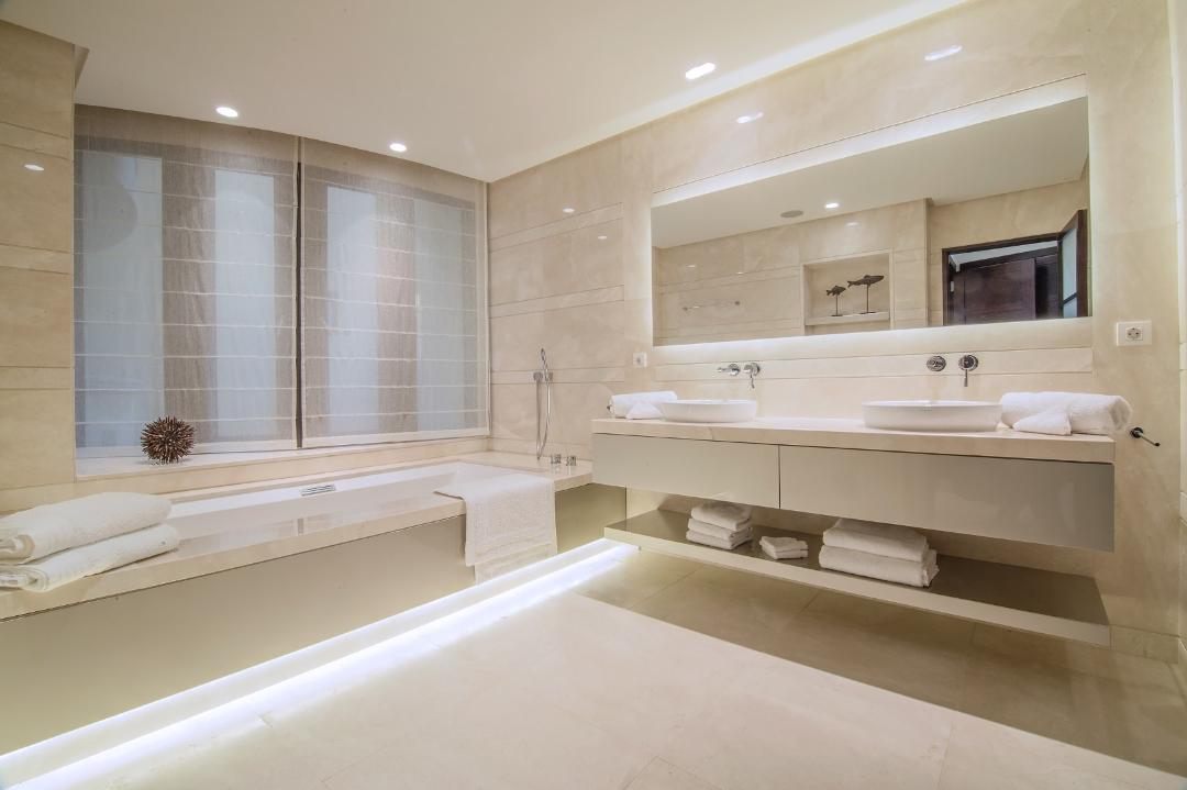 Master bathroom  (2)