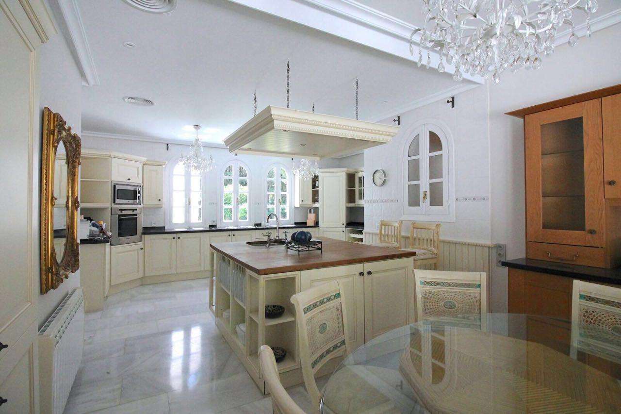 V5271 Villa For Sale Nueva Andalucia (1)