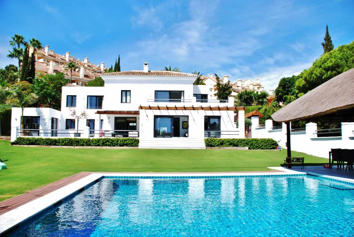 V5350 Modern Villa Nueva Andalucia 1