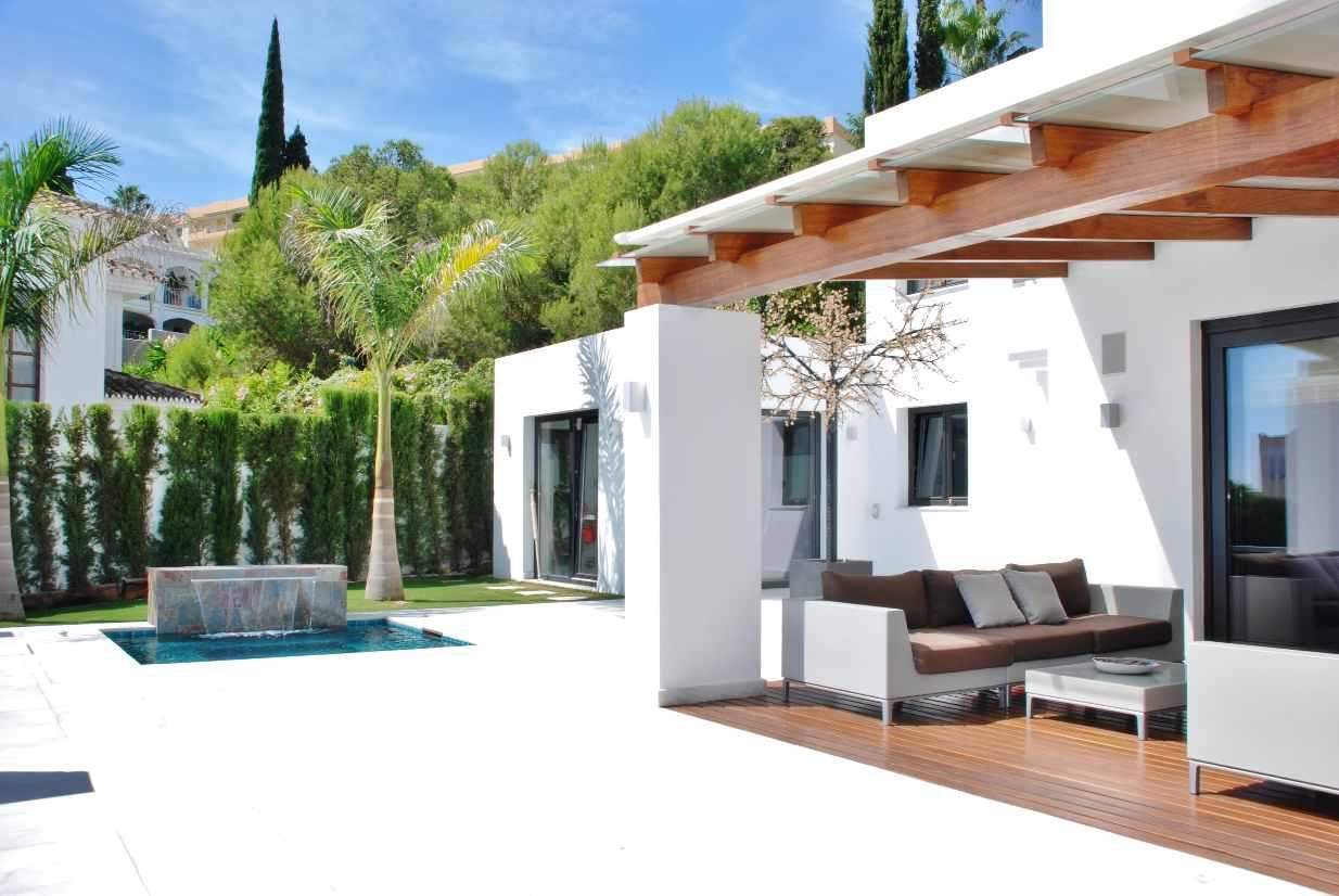 V5350 Modern villa Nueva Andalucia 2