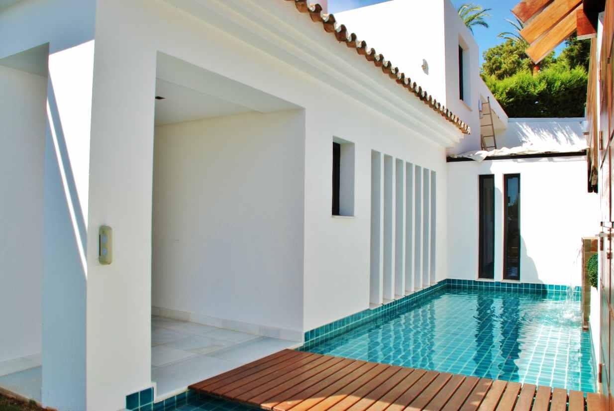 V5350 Modern Villa Nueva Andalucia 6