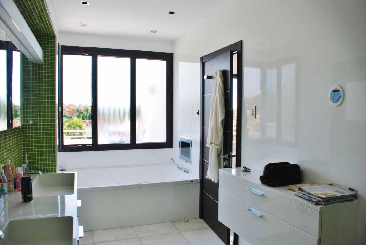 V5350 Modern Villa Nueva Andalucia 9