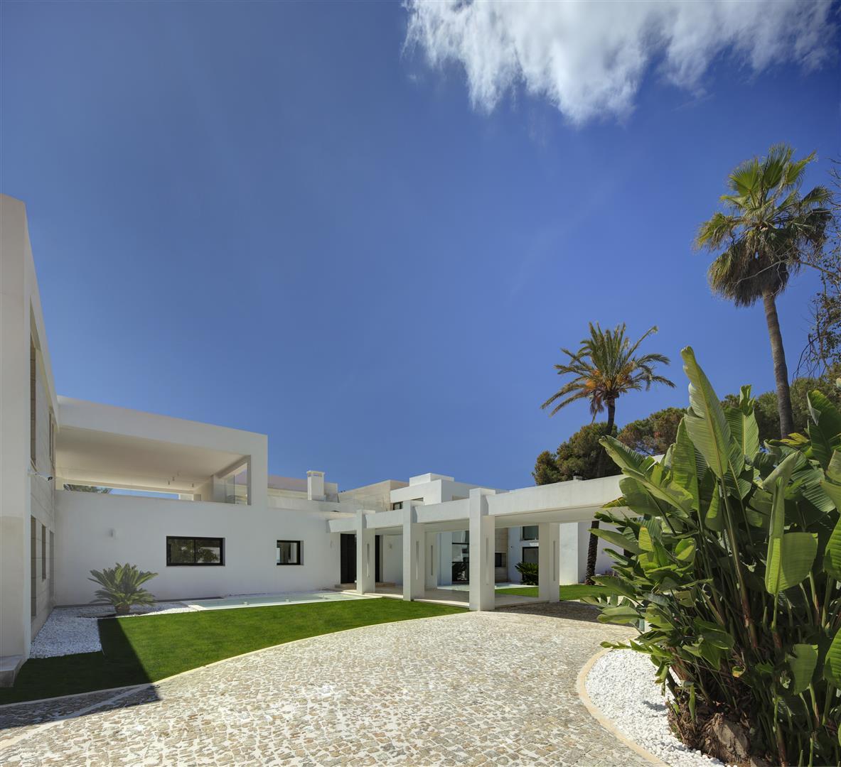 Frontline Beach Exclusive Villa for sale Estepona (7)
