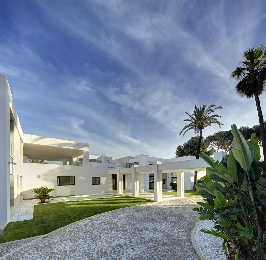 Frontline Beach Exclusive Villa for sale Estepona (8)