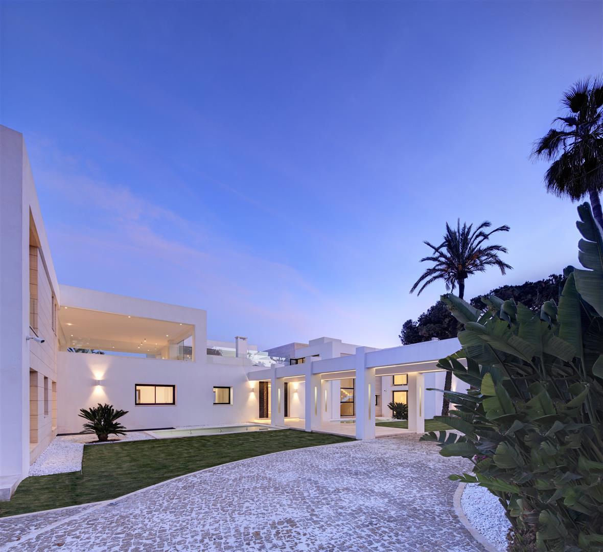 Frontline Beach Exclusive Villa for sale Estepona (10)