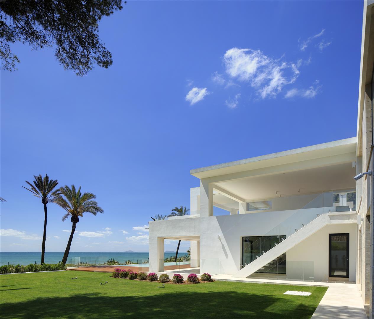 Frontline Beach Exclusive Villa for sale Estepona (15)
