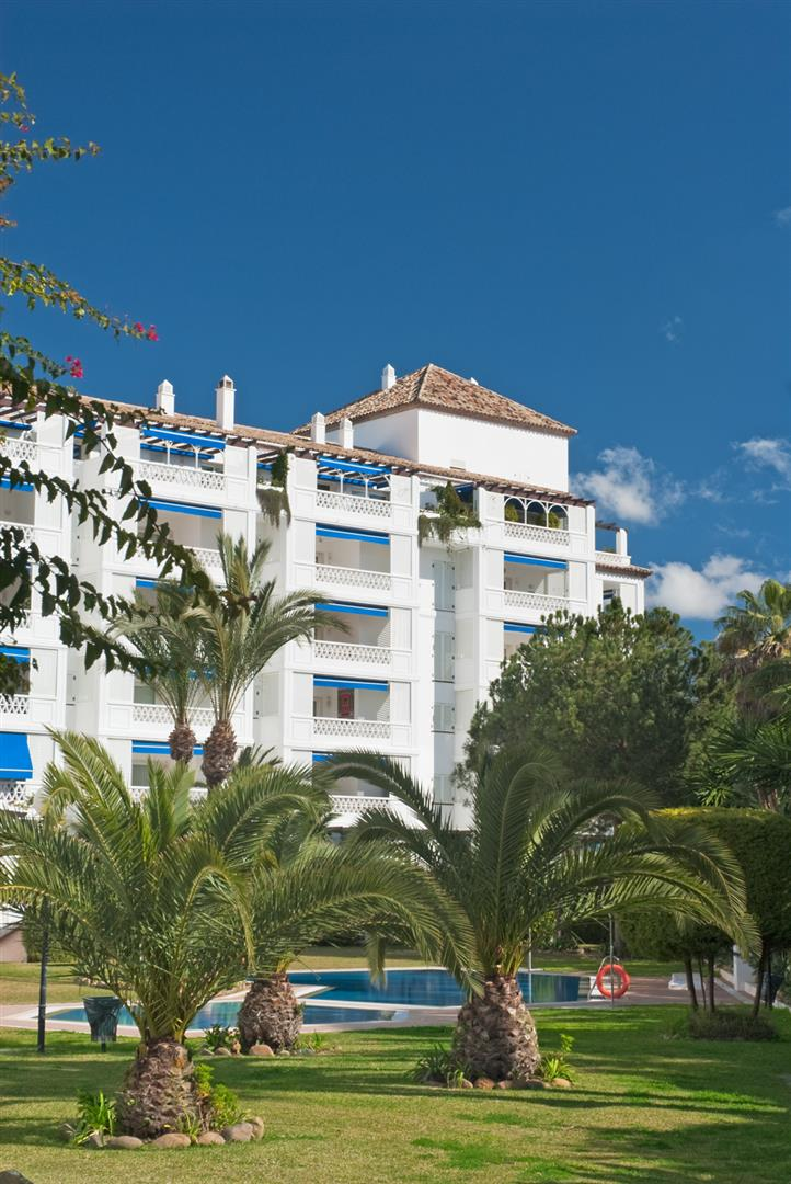 Luxury apartment for sale Puerto Banus Marbella Spain (9) (Large)