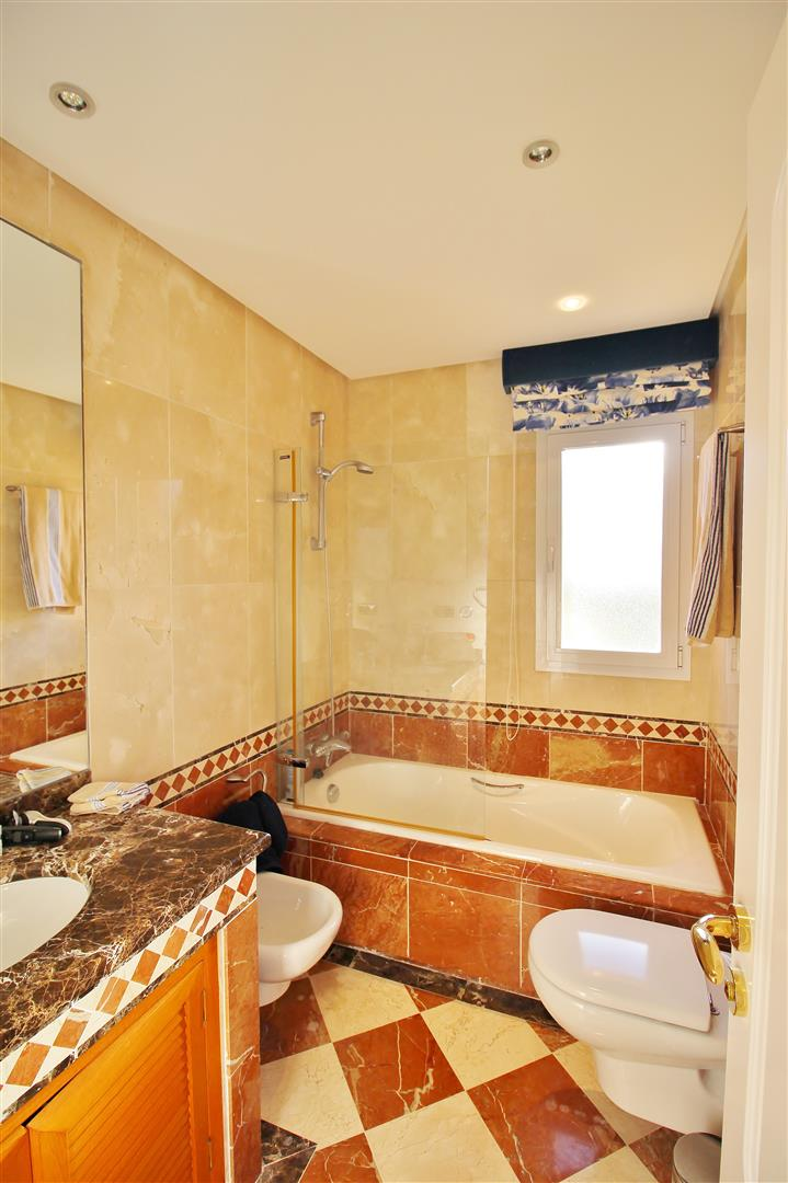 Luxury Penthouse for sale Marbella Golden Mile (27) (Large)