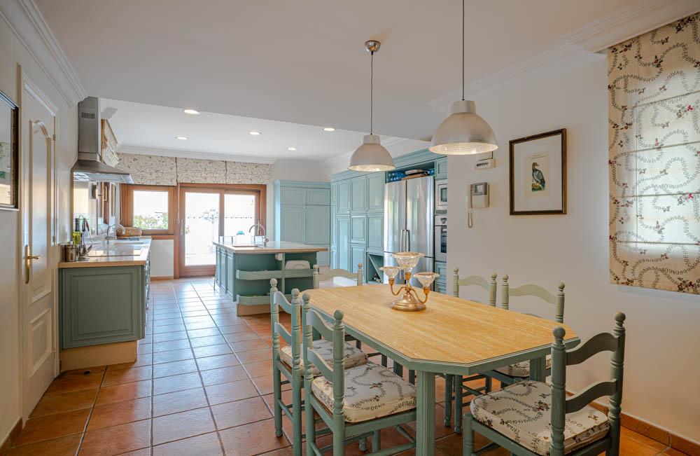 ayling-sotogrande-villa-kitchen-sotogrande-coast-2